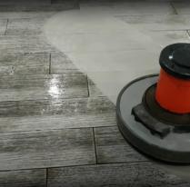 Чистка керамічної та наливної підлоги